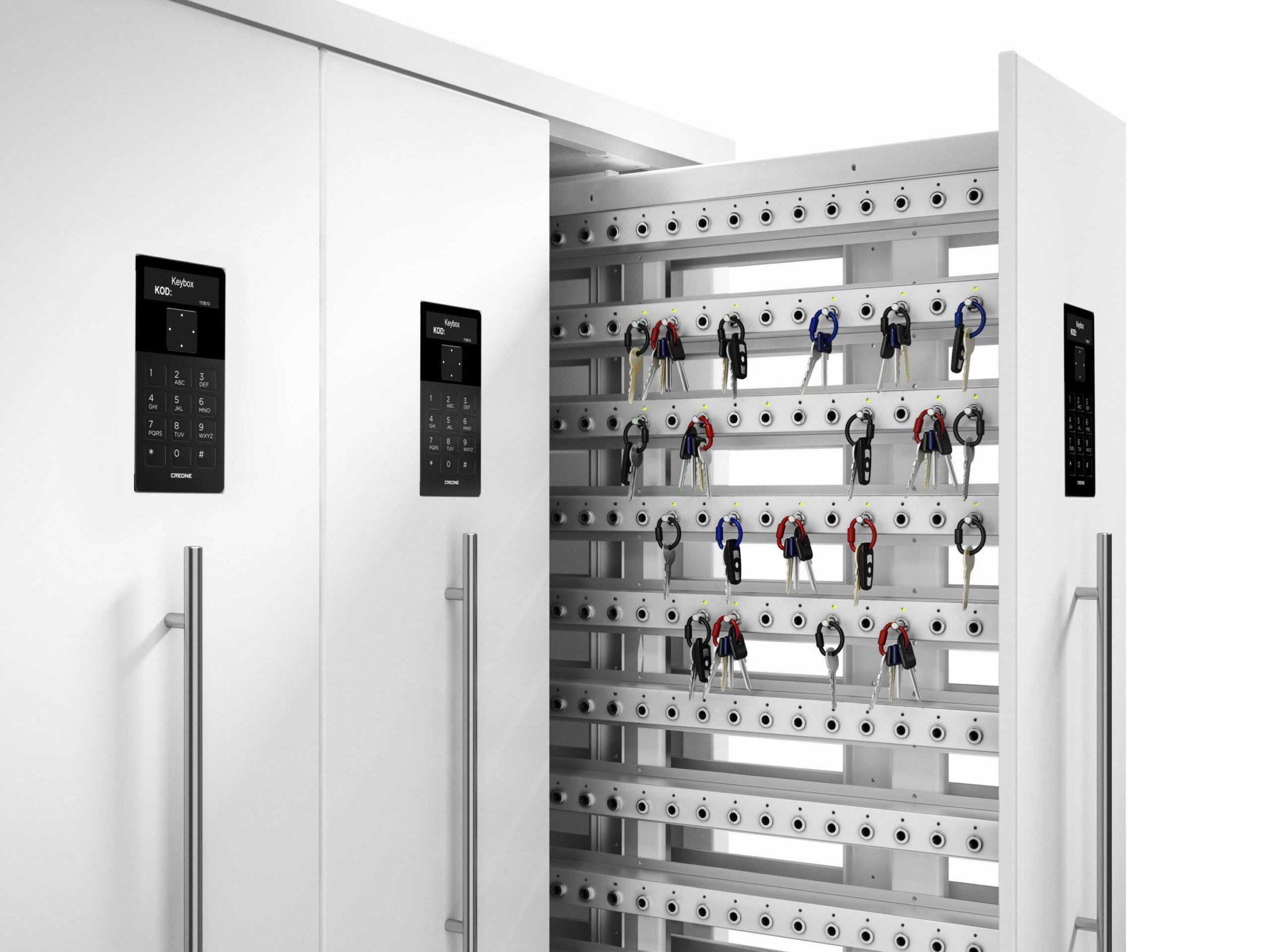 Armoire à clés 9700 SC de la gamme Keycontrol. Porte ouverte montrant les racks qui organisent la gestion des clés.